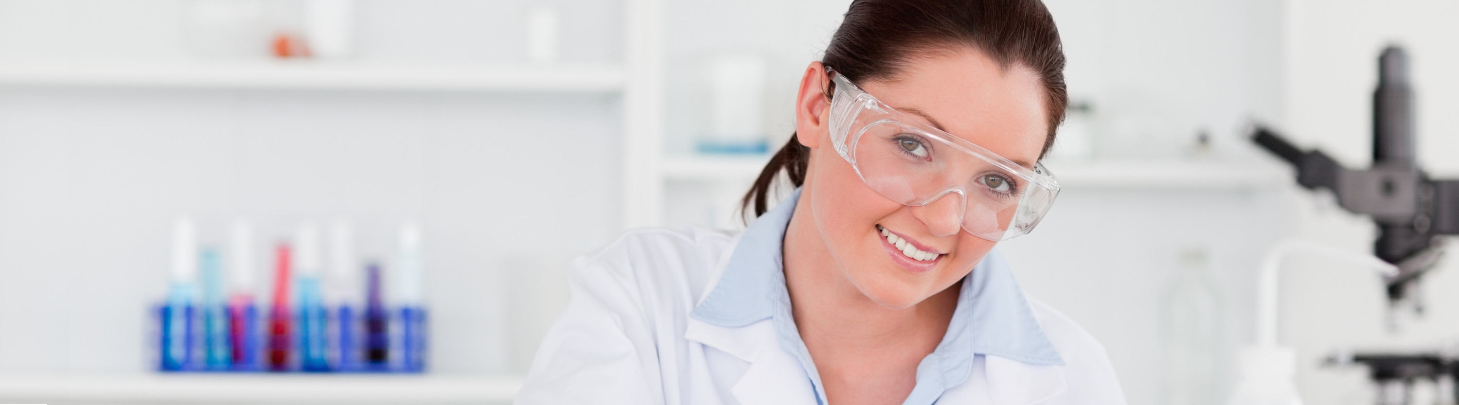 canstockphoto6568296_WomanInLab_72dpi_1260x350